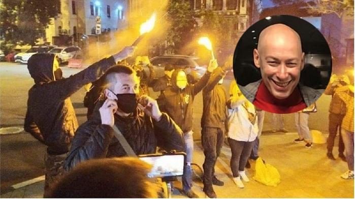 Гордон взял интервью у Гиркина — активисты забросали его офис ...